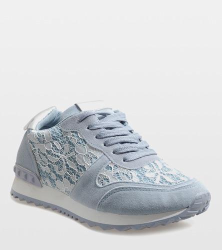 Białe sneakersy na koturnie Scella
