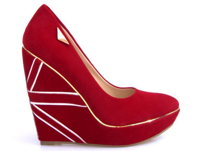 Białe sportowe buty ze złotą wstawką Ciri